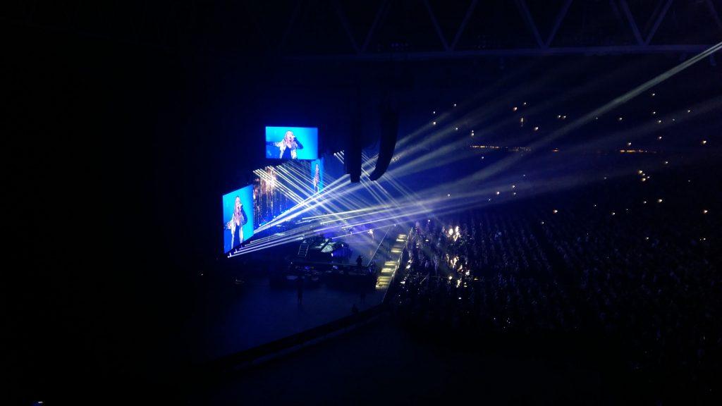 Celine Dion på scen 17 juni 2017. Bild 2 av 3.